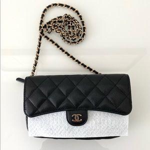 NWT Chanel caviar classic flap phone holder